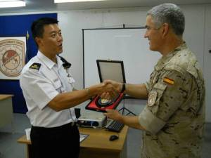 DJIBOUTI (April 27, 2011) RADM Harris Chan (CCTF 151) presenting a CTF 151 plaque to LTC De Lara (Detachment Commander of Spanish MPRA Detachment). (RSN Photo/Released)