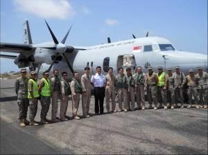 DJIBOUTI (April 27, 2011) RADM Harris Chan (CCTF 151) taking a group photo with the Singapore F-50 MPA Detachment. (RSN Photo/Released)