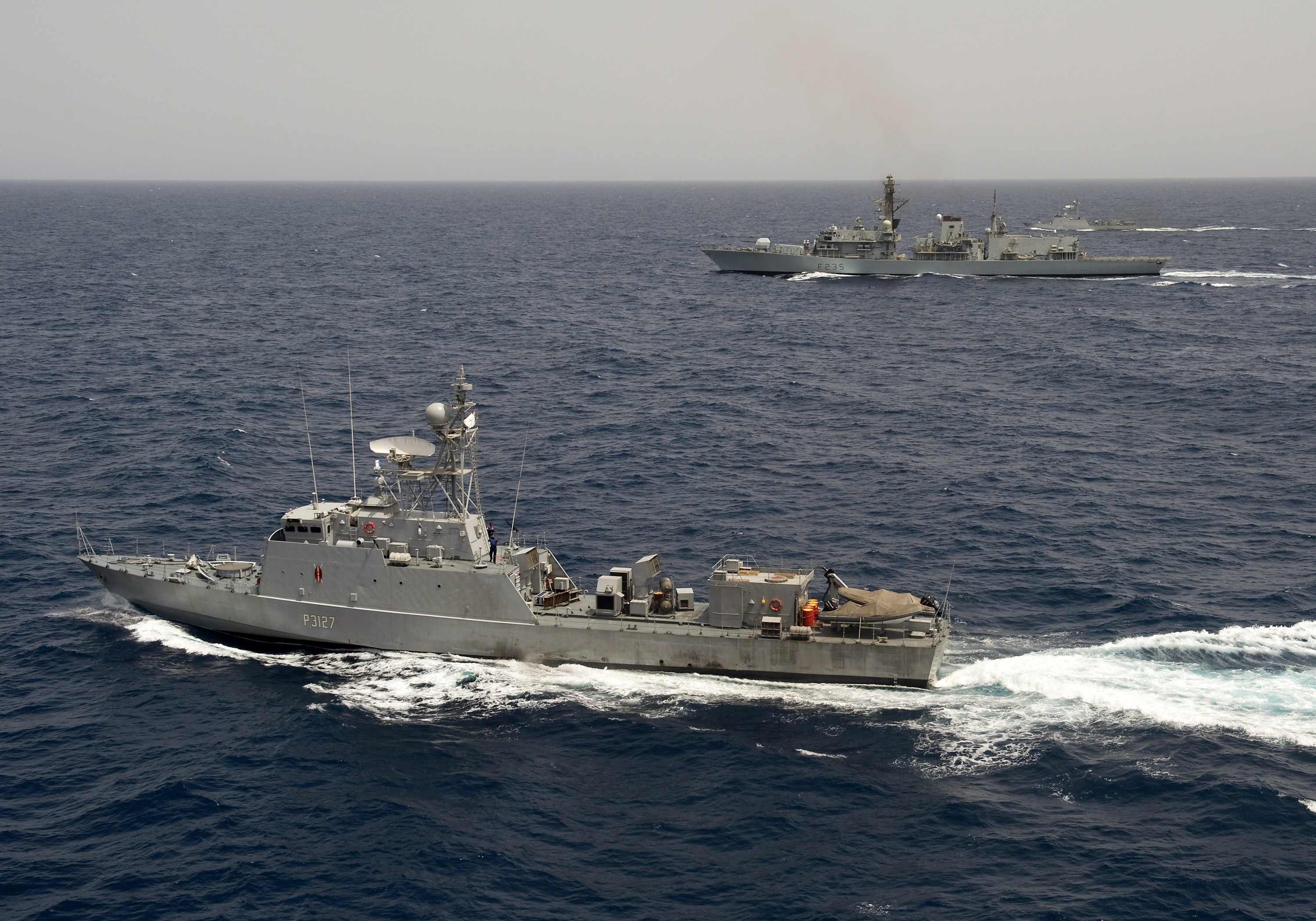 Monmouth Conducts Passex With Kenyan Naval Vessels