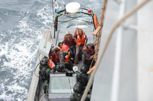 The sailors from MV Al Saeed 2 climb to safety aboard ROKS Wang Geon