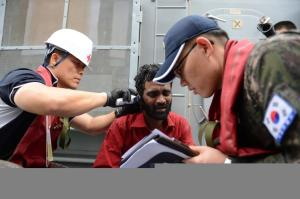 ROKS Wang Geon's medical team provide first aid to one of the rescued mariners