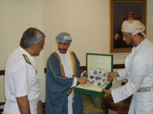 The Minister of State & Governor of Muscat, Sayyid Saud Bin Hilal Al Busaidi, presents the Commander of CTF 151 with a decorative plate depicting scenes from around Oman following their meeting.