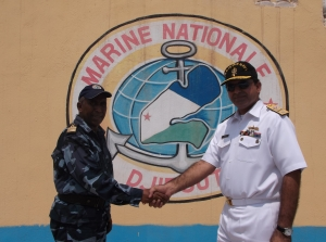 Commodore Asif Khaliq (right) and Colonel Abdourahman Aden Cher (left).