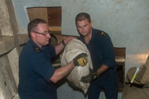 Members of Her Majesty's Canadian Ship Toronto gain access to illicit narcotics found during search on a vessel of interest