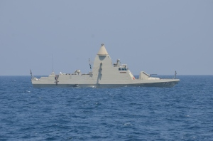 P251 UAE Navy vessel Ghantut conducts a personnel transfer with USS Sirocco.