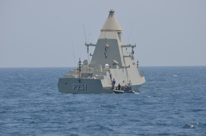 P251 UAE Navy vessel Ghantut completes a personnel transfer with USS Sirocco.