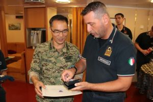 The two senior officers exchange gifts as a symbol of their friendship and cooperation