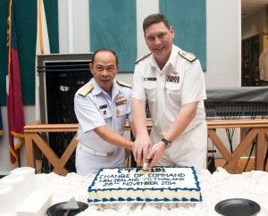 Commodore Tony Millar from the Royal New Zealand Navy and Rear Admiral Pakorn Wanich from the Royal Thai Navy jointly cut the Change of Command cake