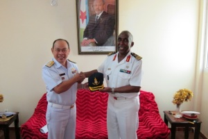 Commander Combined Task Force 151, Rear Admiral Pakorn Wanich (left) visited Djiboutian Chief of Navy, Colonel Abdourahman Aden Cher (right)
