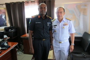 Commander Combined Task Force 151, Rear Admiral Pakorn Wanich (right) visited Djiboutian Chief of Coast Guard, Lieutenant Colonel Wais Omar Bogoreh (left)