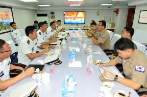 The visit provided an opportunity for the Chinese Officers and Korean Officers to discuss counter-piracy techniques