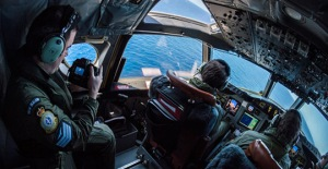 View of the RNZAF P-3K2 Orion flight deck during a low-level flypast of a vessel at sea