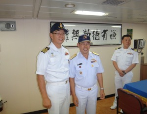 Captain Sun-Woo Hwang, Commanding Officer of ROKS Dae Jo Yeong, with Rear Admiral Pakorn Wanich from the Royal Thai Navy and Commander CTF-151, in the Wardroom ROKS Dae Jo Yeong