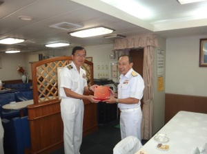 Captain Masatoshi Kashihara, Commander of the 20th Deployment of the Surface Force for Piracy Enforcement, with Rear Admiral Pakorn Wanich from the Royal Thai Navy and Commander CTF-151