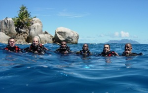 Crew members from FS Var diving with Seychelles Coast Guard during a common training in Victoria.