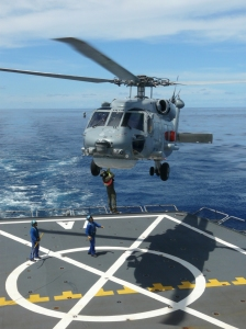 Airlifting training between HMAS Newcastle Sea Hawk helicopter and FS Var aviation crew.