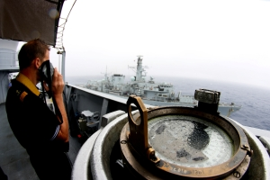 FS Var crew member coordinating Replenishment at sea with HMS Richmond