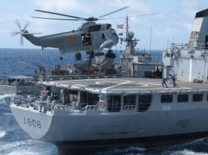 Galicia Sea King helicopter conducting airlifting manoeuvers on FS Var's deck.