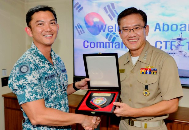 CCTF 151, Rear Admiral Ken Cheong presents a token of appreication to CO Choi Young, CAPT An Sang Min