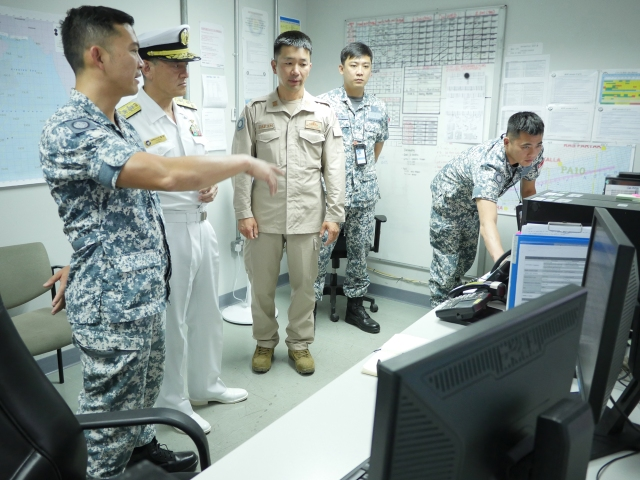 CCTF 151 RADM Ken Cheong briefs VADM Yasuhiro Shigeoka on CTF 151's operations
