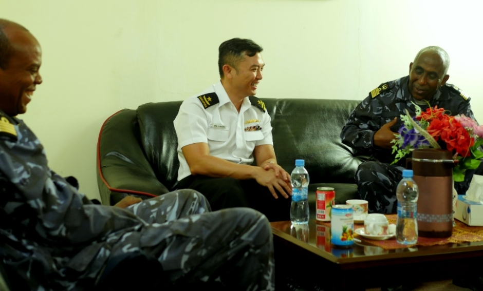 CCTF 151 Rear Admiral Ken Cheong (centre) meets Head of Djibouti Navy COL Abdourahman Aden Cher (right) - 2