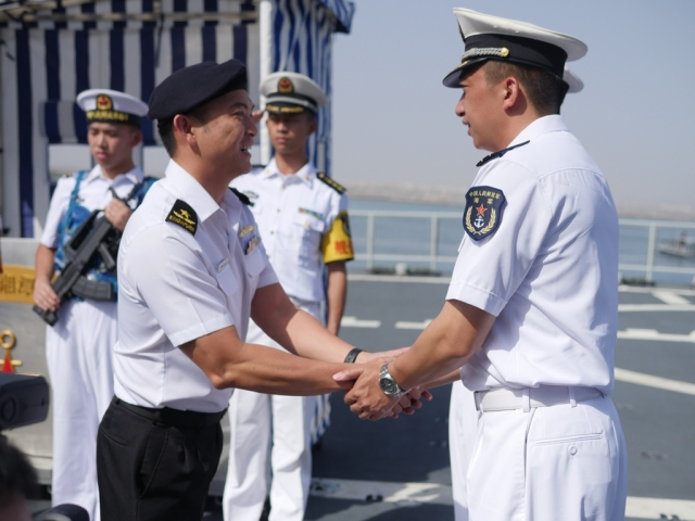 CCTF 151 Rear Admiral Ken Cheong (left)receives a warm welcome from Commanding Officer CNS Xiang Tan, CAPT Dong Qian