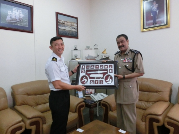 CCTF 151 Rear Admiral Ken Cheong receives a token plaque from Commander Royal Oman Police Coast Guard, BG Badr Al Zadgali