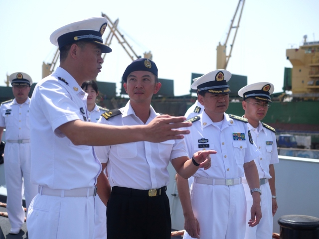 Commanding Officer CNS Xiang Tan, CAPT Dong Qian (first from left) hosts CCTF 151 Rear Admiral Ken Cheong (second from left) a ship tour on board CNS Xiang Tan