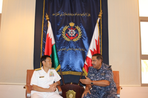 20170612_RAdm_Fukuda in discussion with His Excellency Rear Admiral Sheikh Khalifa bin Abdullah al Khalifa
