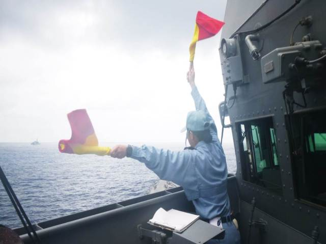PNS SAIF and JS TERUZUKI exchange greetings by using SEMAPHORE, when RDVU