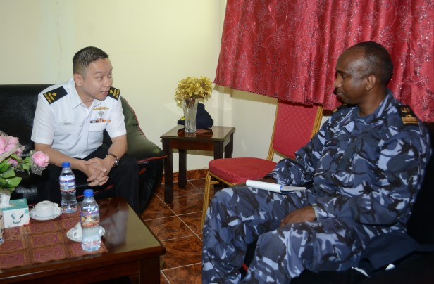 20180722-CCTF 151 meets Deputy Commander of the Djibouti Navy on KLE