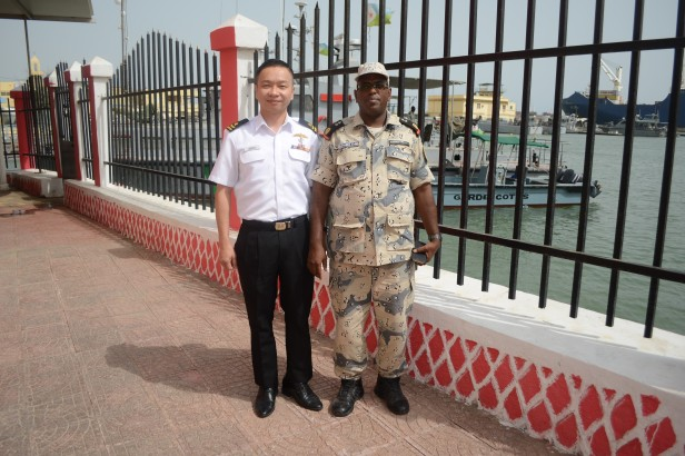 20180722-CCTF 151 meets the head of Djibouti Coast Guard on KLE