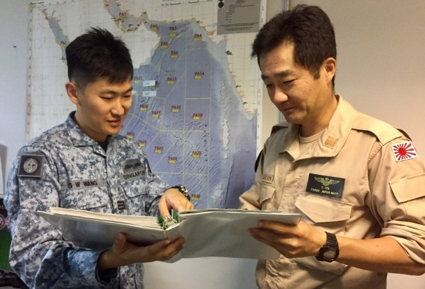 20180722-CTF 151 air planners in discussion with JMSDF on KLE