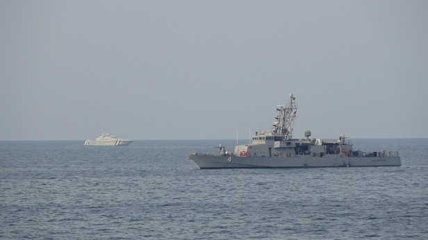opnawaf-152 uss monsoon with qatar coast guard 813