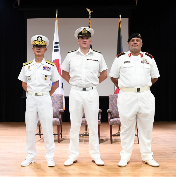 20191020_Commodore Bassett, RN, DCCMF, stands with Rear Admiral Yu and Captain Khaled Hasan Al Kandari