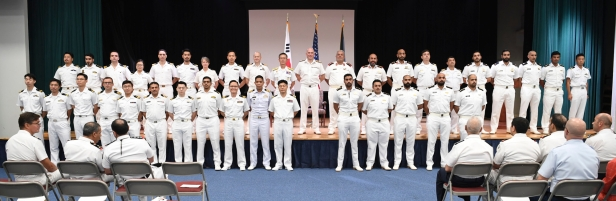 20191020_Incoming and outgoing commands take to the stage for a group photograph.